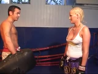 Horny Sintia comes to the kickboxing less's without a sports bra