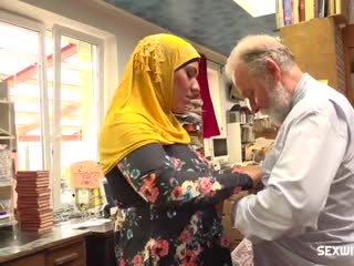 Muslim milf is profaned by grandfather in the bookstore