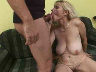 Hairy mature Darina (45) lets the dick taste good